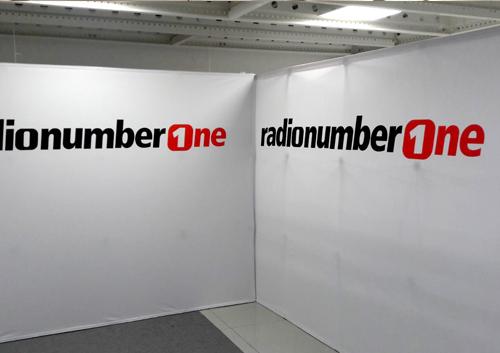 Fondale grafico per stazioni radiofoniche