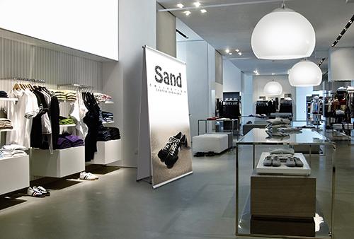 Espositore per negozi di abbigliamento
