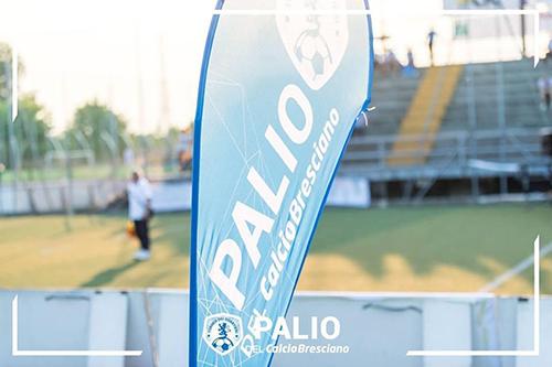 Bandiere pubblicitarie a goccia per torneo di calcio