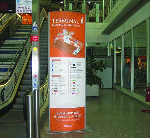 Totem informativo per aeroporti